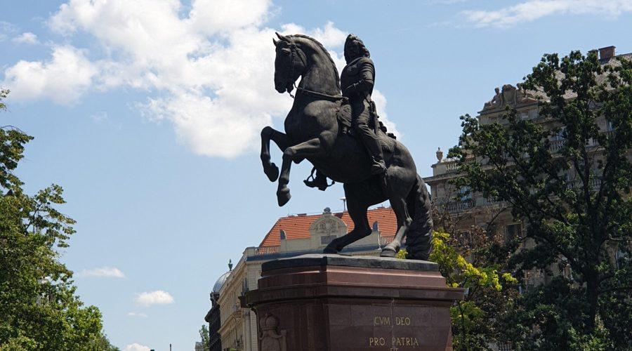 pomnik Rakoczego niedaleko budynku Parlamentu wBudapeszcie uwieczniony podczas wycieczieczki poWęgrzech