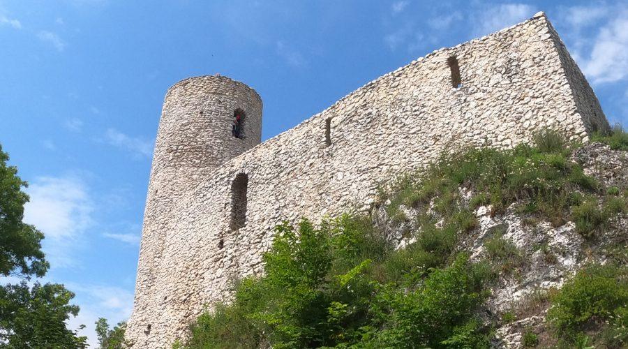 ruiny gotyckiego zamku Pilcza wSmoleniu naSzlaku Orlich Gniazd